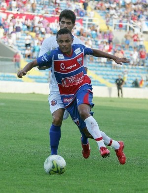 leandro, volante do Fortaleza (Foto: Kid Júnior/ Agência Diário)