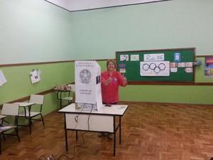 Margarida Salomão (PT) votou no Colégio Machado Sobrinho (Foto: Rafael Antunes/G1)