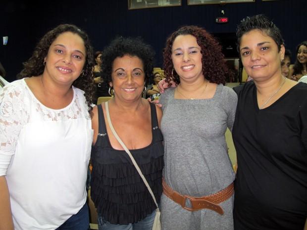 Família festejou união estável: Adriana (esquerda), Cleuza, Aline e Ana (Foto: Christiano Ferreira/G1)