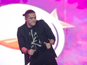 O ritmo dançante das músicas de Wesley Safadão fizeram a temperatura subir em Barretos  (Foto: Mateus Rigola/G1)