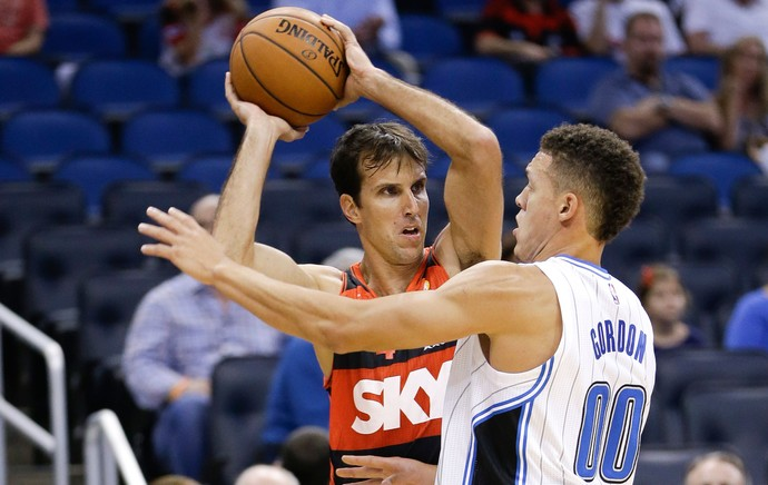 Marcelinho e Aaron Gordon, Flamengo x Orlando Magic (Foto: AP)