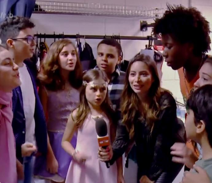Participantes do The Voice Kids estavam muito animados com a apresentação (Foto: TV Globo)