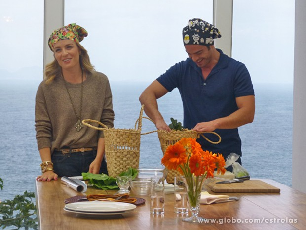 Angélica e Sidney se divertem durante gravação (Foto: Estrelas/TV Globo)