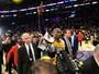 Arena dos Lakers vende R$ 4 milhões em despedida de Kobe e bate recorde
