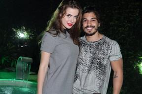 Rayanne Morais e Douglas Sampaio se beijam em festa na Zona Oeste do Rio (Foto: Anderson Borde/ Ag. News)