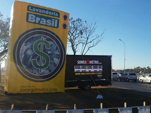 'Sonegômetro' instalado em frente ao Museu Nacional de Brasília (Foto: Sinprofaz/Divulgação)