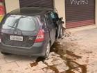 Mulher que bateu carro em pizzaria em Caxias segue em estado grave