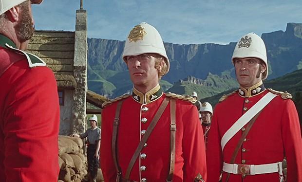 Sir Michael Caine e Stanley Baker em Zulu (Foto: Divulgao)