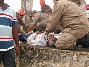 Genebaldo foi socorrido no local, mas morreu ao chegar em hospital em Campos (Foto: Cléber Rodrigues / InterTv Planície)