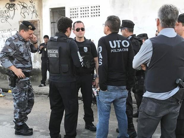 Operação no Bom Jardim realizada para prender suspeitos do caso da travesti Dandara dos Santos (Foto: Reprodução/Instagram/@delegadoandre)