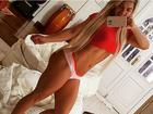 Cristianne Rodriguez posa de calcinha e mostra corpo sarado