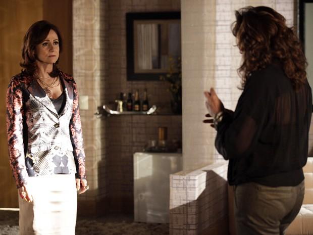 Berna explica que não pode entregar o dinheiro a Wanda (Foto: Salve Jorge/TV Globo)