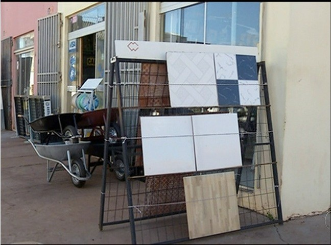 Assalto aconteceu em uma loja de materiais de construção (Foto: Reprodução/TV Anhanguera)