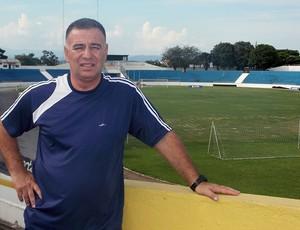 Técnico Márcio Oliveira, do time feminino do São José, no Estádio Martins Pereira (Foto: Danilo Sardinha/Globoesporte.com)