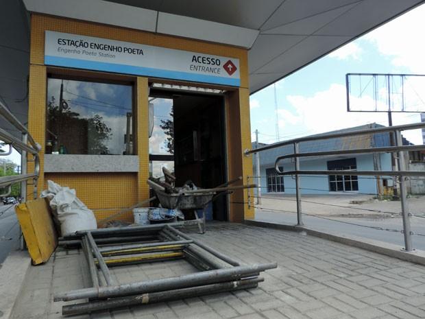 Das 26 estações do Leste/Oeste, 15 ainda estão sendo finalizadas (Foto: Marina Barbosa / G1)