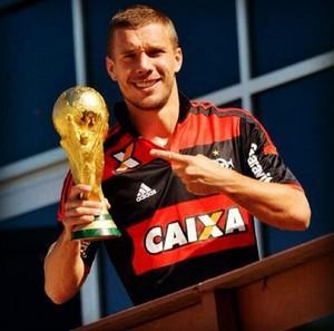 Podolski Camisa do flamengo Alemanhar (Foto: Reprodução / Instagram)
