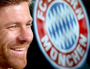 Xabi Alonso apresentado no Bayern de Munique (Foto: EFE)