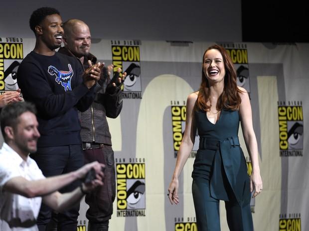 Anunciada como a Capitã Marvel, Brie Larson entra de surpesa no painel da Marvel na Comic-Con International: San Diego 2016 neste sábado (23) (Foto: Chris Pizzello/Invision/AP)