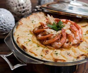 Gratinado de bacalhau, camarão e requeijão
