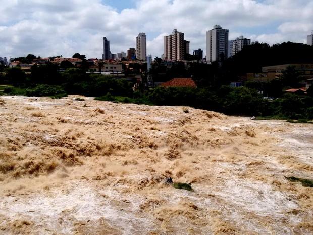Rio Piracicaba atinge estado de atenção na região central (Foto: Edijan Del Santo/ EPTV)