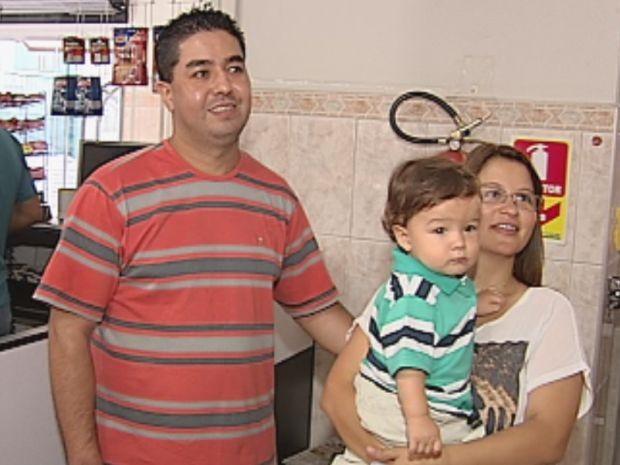 Cléverson e Mariellen escolheram um nome comum para o pequeno Pedro (Foto: reprodução/TV Tem)