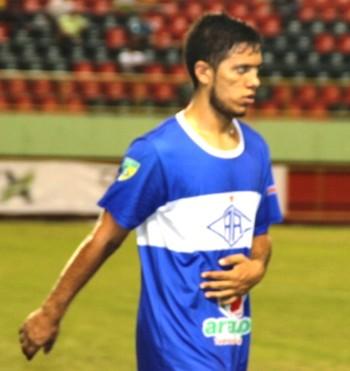 Mendes, zagueiro do Atlético-AC (Foto: Ascom Atlético Acreano)