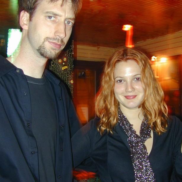 Já os atores Drew Barrymore e Tom Green permaneceram casados por pouco mais de cinco meses. Subiram ao altar em julho de 2001 e pediram o divórcio antes do Natal daquele ano. No total, o matrimônio perdurou por 163 dias. (Foto: Getty Images)