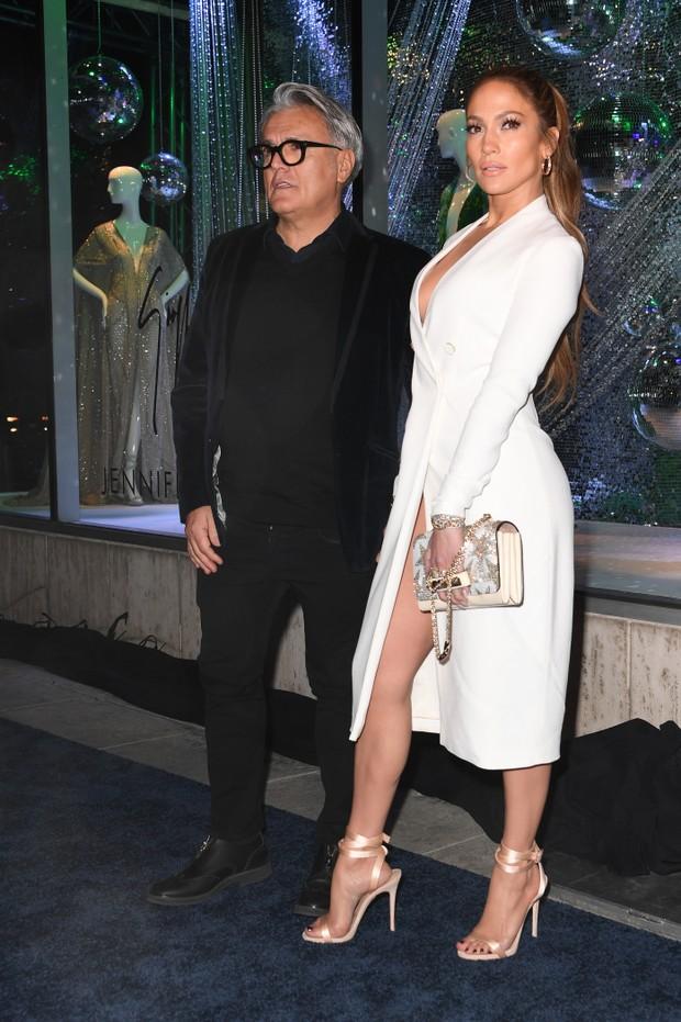 Giuseppe Zanotti e Jennifer Lopez em evento em Los Angeles, nos Estados Unidos (Foto: Mark Ralston/ AFP)
