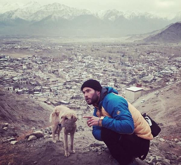 O ator Chris Hemsworth durante sua viagem ao Himalaia (Foto: Instagram)