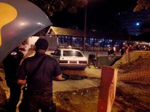 Suspeito de bater pega invade praça em Petrópolis (Foto: Denise Pereira/Diário de Petrópolis)