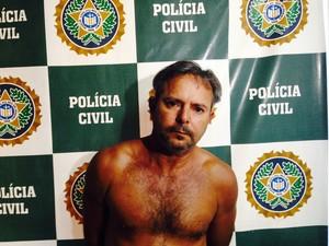 Rio de Janeiro Cleiton Manoel Carvalho foi preso em flagrante como principal suspeito de matar sua namorada e estuprar sua enteada de apenas 8 anos em São Gonçalo (Foto: Divulgação/ Polícia Civil)