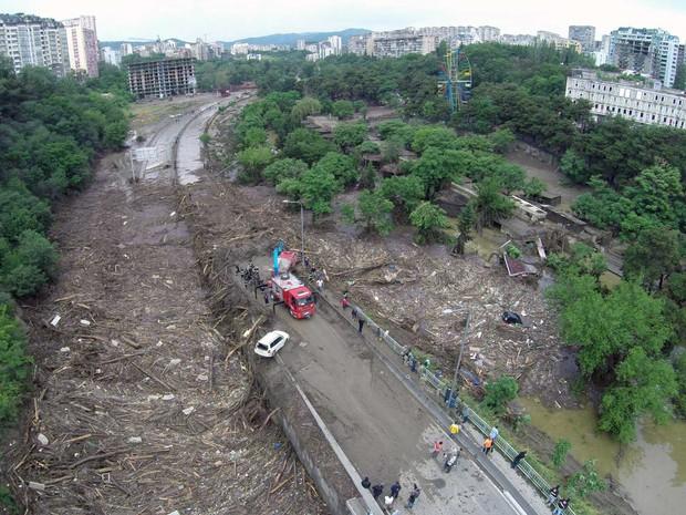 Área devastada pela chuva torrencial de mais de 5 horas na capital da Geórgia. (Foto: Irakli Gedenidze / AFP Photo)
