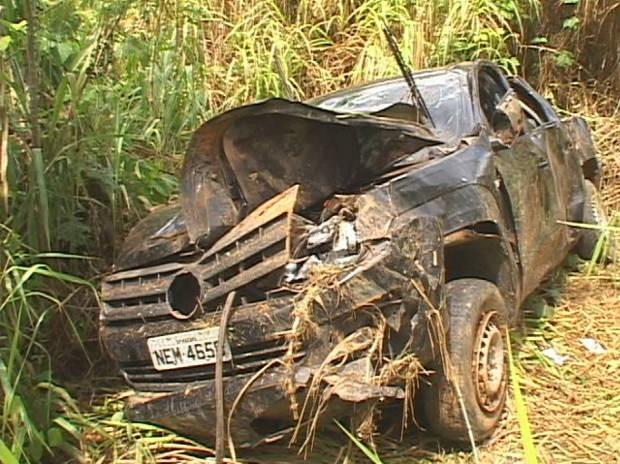 Acidente deixou carro totalmente destruído (Foto: Glaydson Castro / TV Liberal)