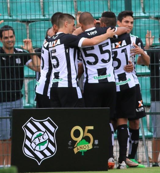 engoliu  o galo (Luiz Henrique/Figueirense FC)