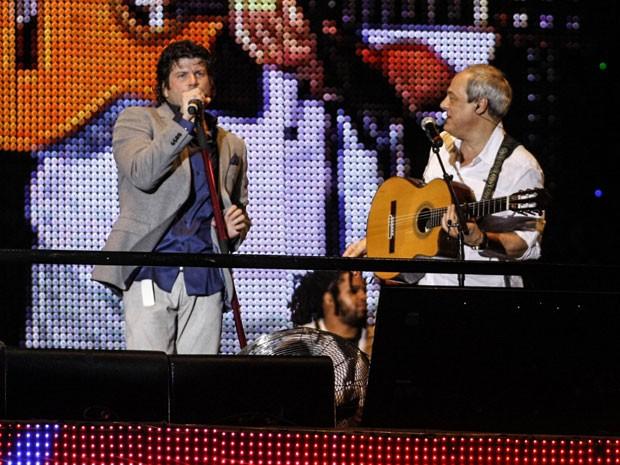 Paulo Ricardo recebeu diversos convidados como Toquinho em apresentação na Paulista (Foto: Vagner Campos/G1)