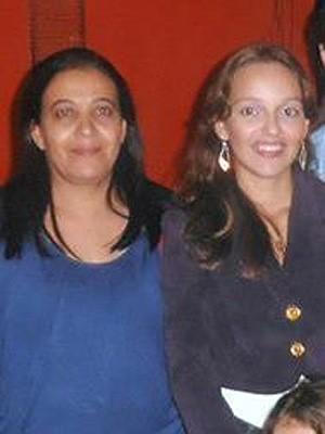 Silvinha (de azul) e a filha Natieli Braga (Foto: Natieli Braga/ Arquivo Pessoal)