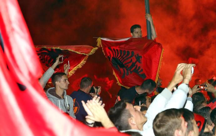 Torcedores da Albânia (Foto: Agência AP )