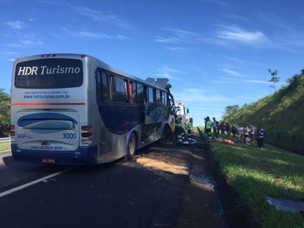 Ônibus levava familiares de presos para penitenciária (Foto: Giuliano Tamura / TV TEM)