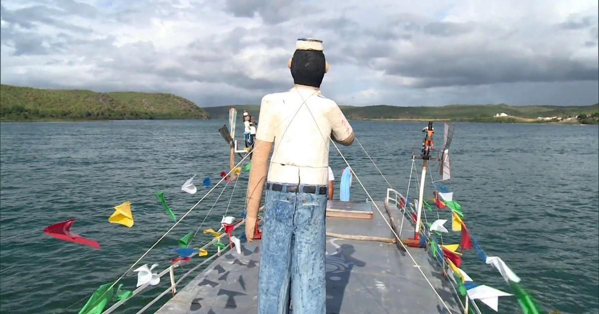 Barco-museu navega pelo Rio São Francisco espalhando a arte da região
