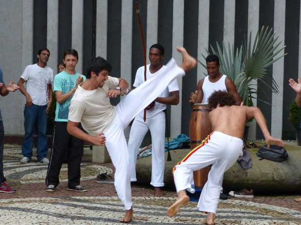 Filho do Mestre Boneco, o ator joga capoeira desde pequeninho (Foto: Malhação / Tv Globo)
