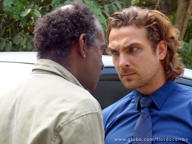 Alberto descobre que Cassiano encontrou turmalina paraíba na mina (Foto: Flor do Caribe/TV Globo)