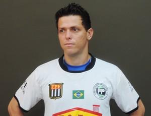 Novo goleiro do PPFC pegou pênalti e garantiu o empate (Foto: Ronaldo Nascimento / Globoesporte.com)
