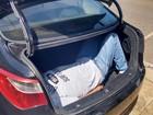 Dentista é achado amarrado dentro de porta-malas de carro, em Goiás
