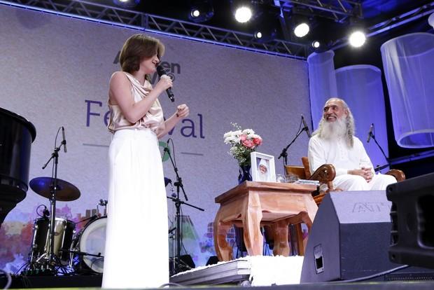 Alessandra Maestrini com Sri Prem Baba (Foto: Felipe Assumpção/AgNews)