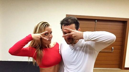 Fernando Rocha e Ju Valcézia se reencontram nos bastidores do 'Domingão'