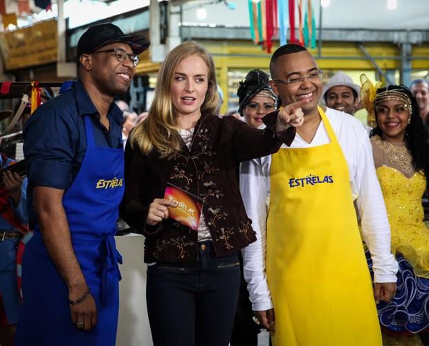 Angélica, Dudu Nobre e Buchecha durante gravação do quadro Batalha de Sabores (Foto: Camila Camacho / TV Globo)