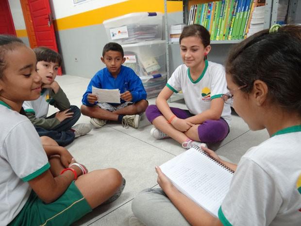 Crianças agora produzem poemas. (Foto: Luna Markman/ G1)