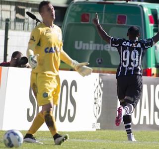 Vagner Love comemora gol do Corinthians sobre a Chapecoense (Foto: Daniel Augusto Jr / Agência Corinthians)