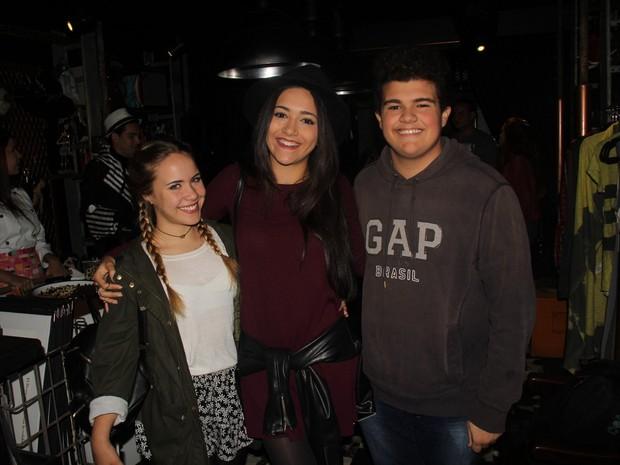 Malu Pizzatto, Marcela Vicente e Gabriel Montenegro em estreia de peça na Zona Oeste do Rio (Foto: Rogerio Fidalgo/ Ag. News)