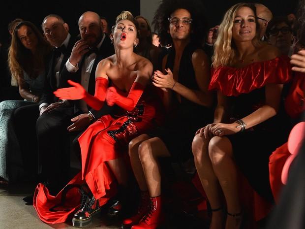 Miley Cyrus em desfile em Nova York, nos Estados Unidos (Foto: Larry Busacca/ Getty Images/ AFP)